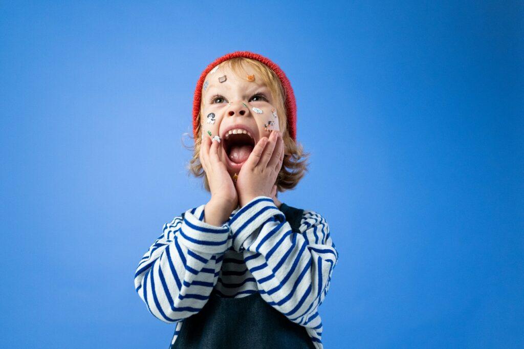 Poner etiquetas a tus hijos es dañino, aunque  sean positivas