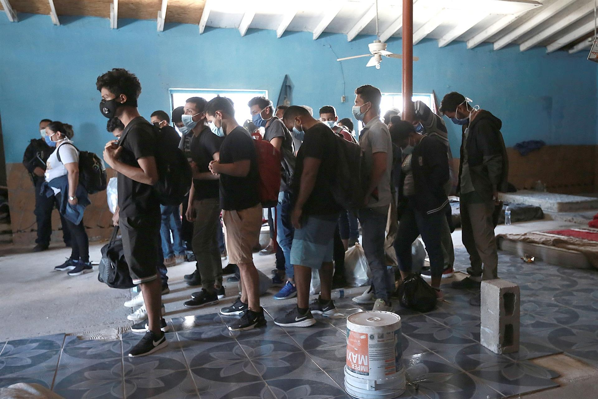 Migrantes detenidos en la frontera
