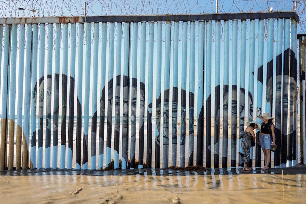 EU quiere restablecer el programa Permanecer en México a mediados de noviembre