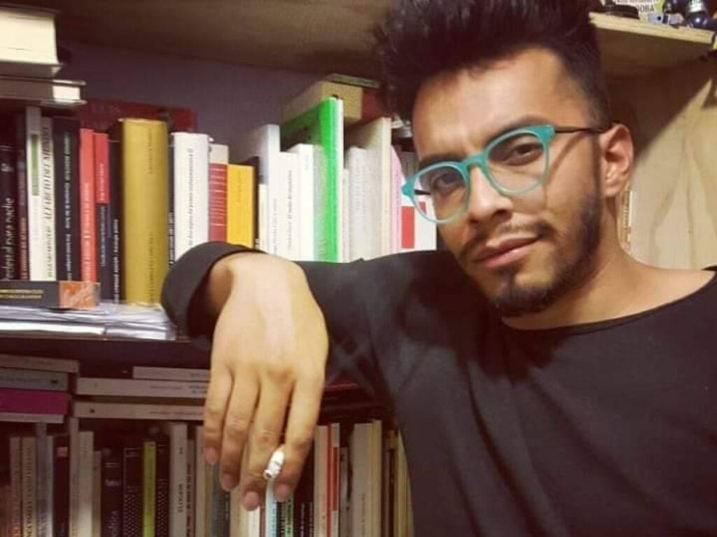 Ricardo Arenas saca a monstruos y tabúes con su poesía