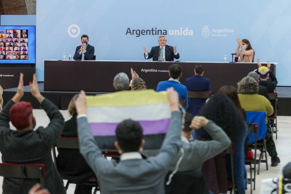 El DNI con una 'X' argentino no convence a toda la comunidad no binaria