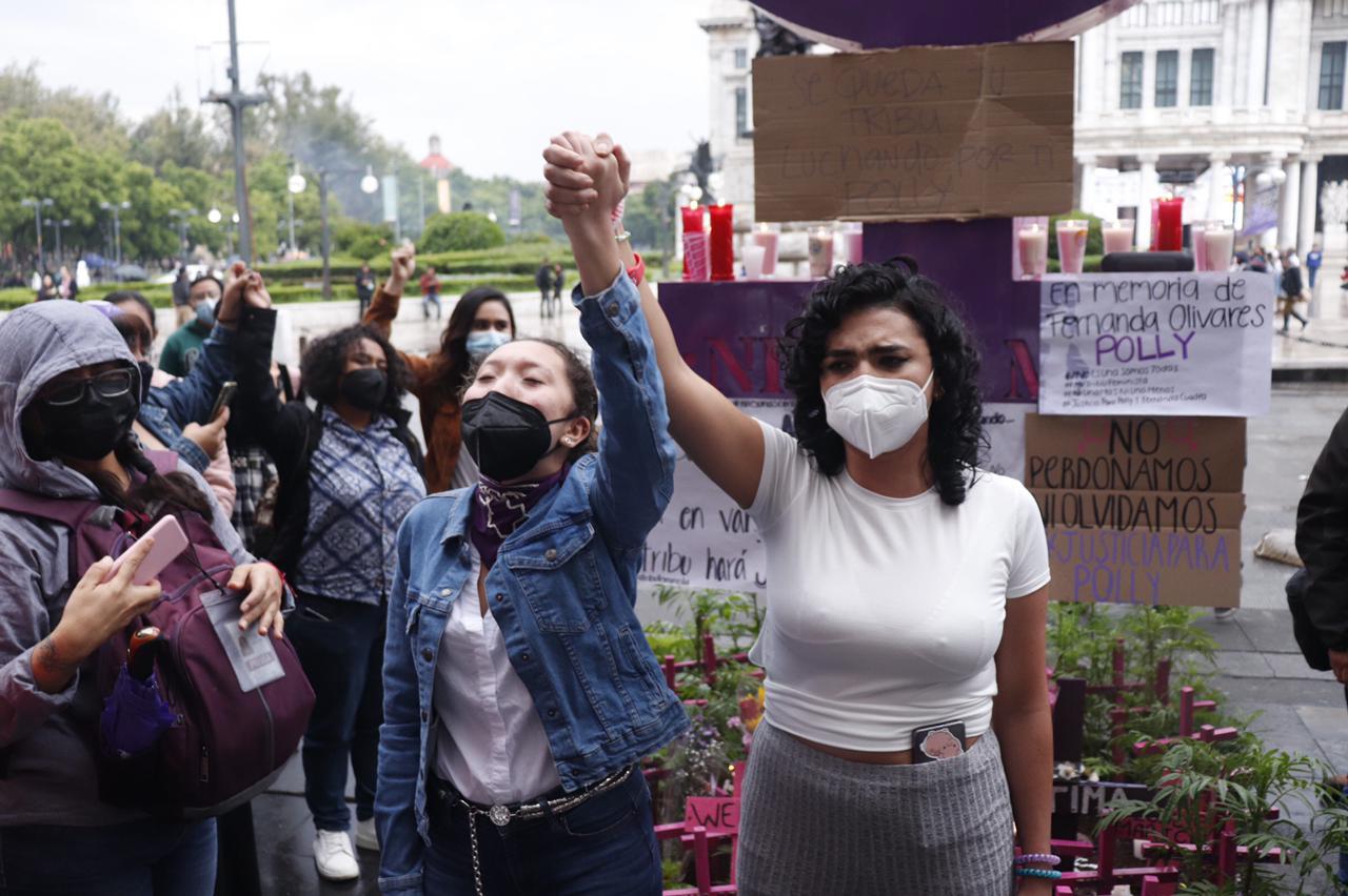 Foto de la protesta en la antimonumenta por el feminicio de polly