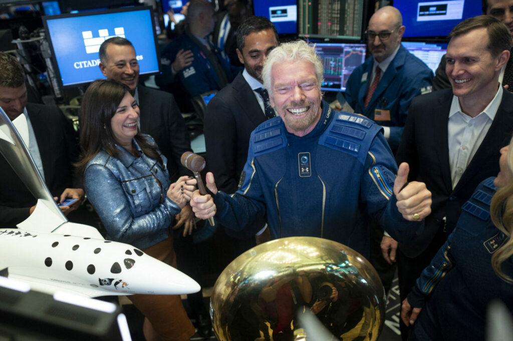 El millonario Richard Branson viaja el espacio en su nave de Virgin Galactic