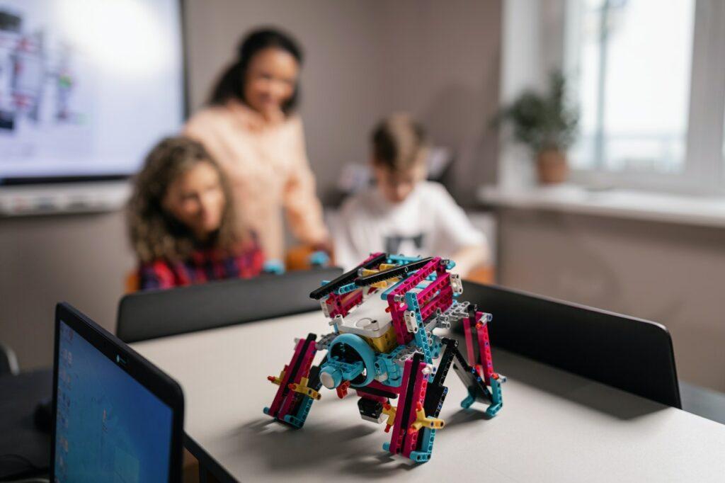 La programación y robótica pueden ayudar a tus hijas e hijos a desarrollar nuevas  habilidades
