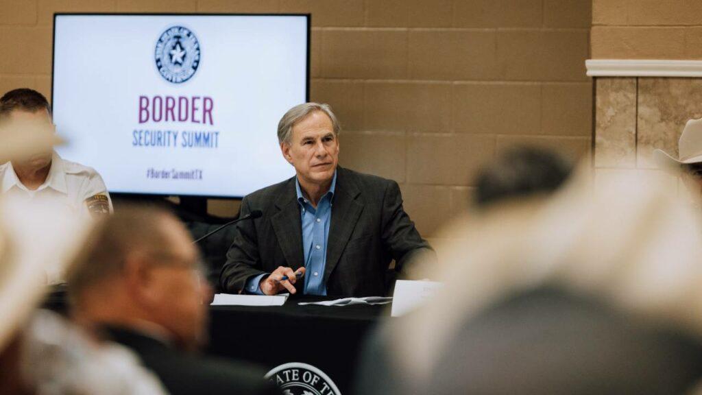 El gobernador de Texas ordena a la Guardia Nacional detener a migrantes
