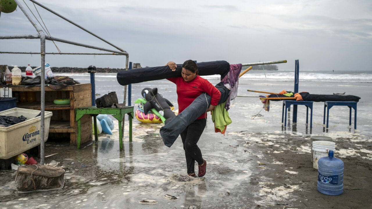 El huracán 'Grace' pasa a categoría 3 a unas horas de llegar a Veracruz