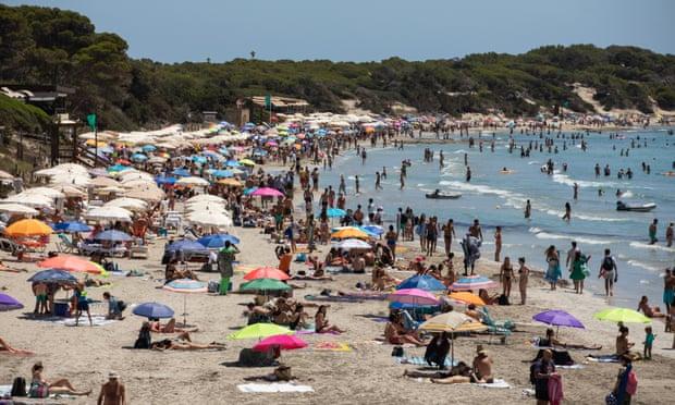 Ibiza planea que 'detectives' extranjeros se infiltren en las fiestas ante el aumento de casos de Covid-19