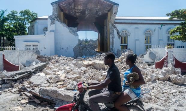 Haití se prepara para la tormenta, mientras las autoridades temen que aumente el número de muertos por el terremoto