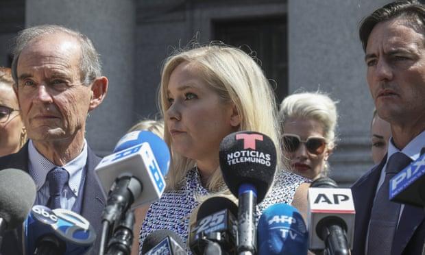 Virginia Giuffre, denunciante de Jeffrey Epstein, demanda al príncipe Andrés