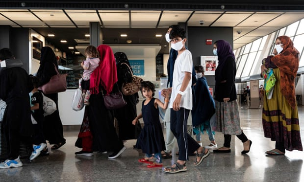 Airbnb ayudará a alojar hasta 20,000 refugiados afganos