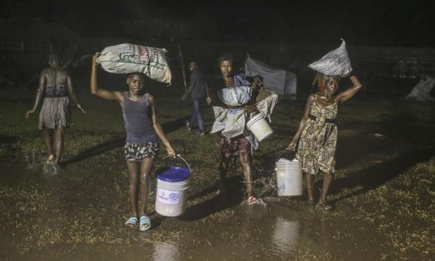 Haití necesita ayuda, pero 'no de los trabajadores humanitarios que nunca se bajan de sus camionetas'