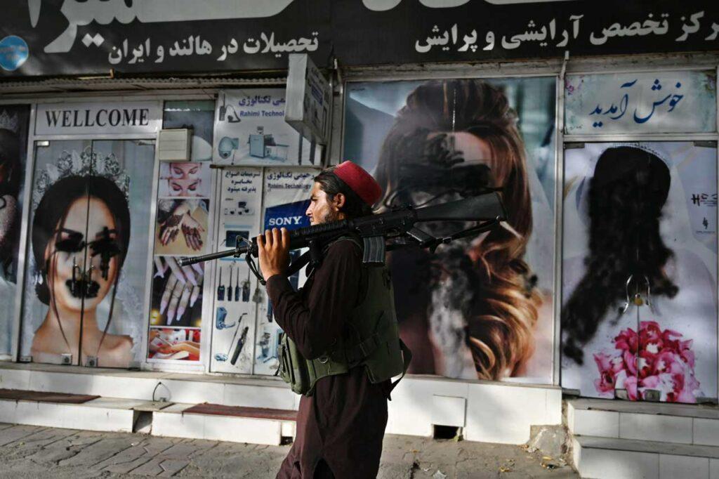 Fotogalería: La travesía por salir de Afganistán y el atentado en Kabul