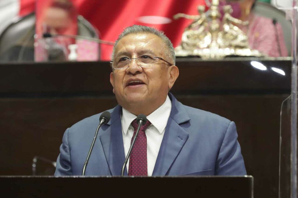 Giran dos órdenes de aprehensión contra Saúl Huerta