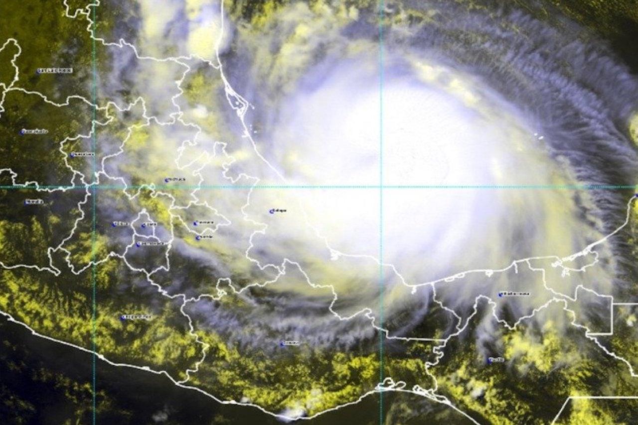 Lluvias generadas por el huracán 'Grace' afectan a Veracruz; 4 estados, en alerta