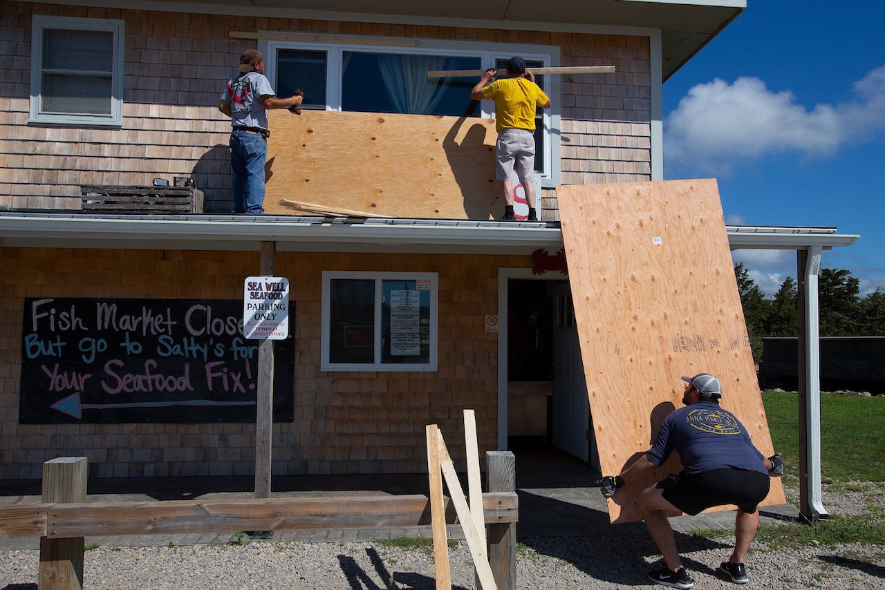 El huracán 'Henri' avanza hacia NY y Massachusetts, alertan autoridades de EU