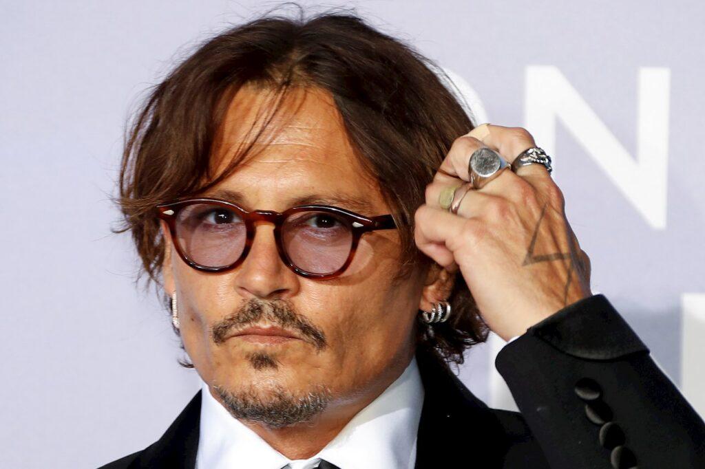 Asociación de mujeres cineastas critica premio a Johnny Depp en San Sebastián