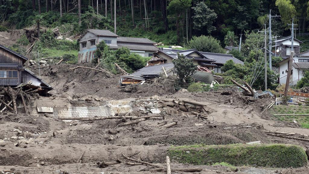 6 muertos, 4 desaparecidos y 4 mil hogares dañados por lluvias en Japón