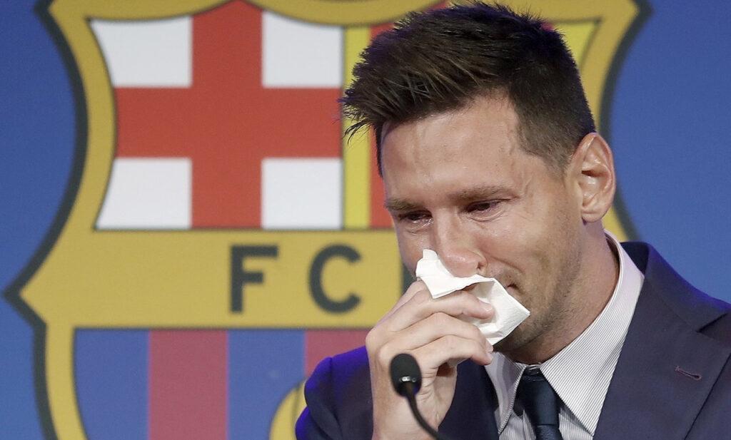 """Messi se despide entre lágrimas del Barcelona y dice que el PSG es una """"posibilidad"""""""