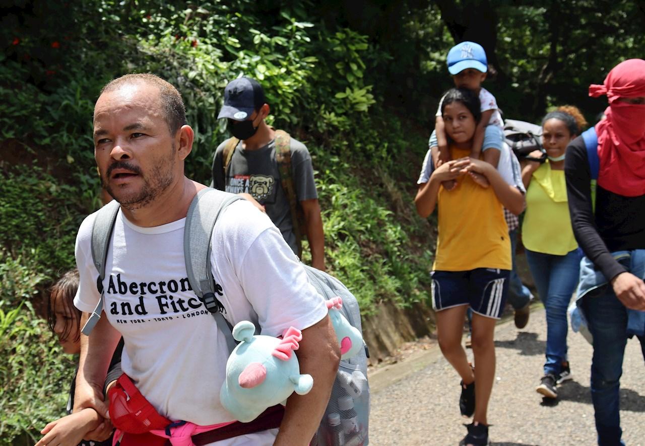 El INM suspende a dos agentes por agresiones a migrantes en Chiapas
