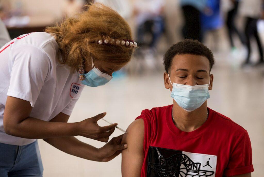 En Latinoamérica solo 1 de cada 5 personas está vacunada contra Covid-19: OPS