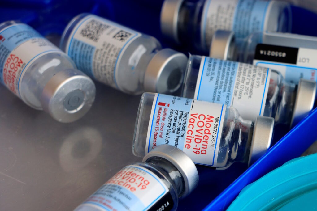 Reino Unido considera no vacunar contra el Covid-19 a niños sanos de entre 12 y 15 años