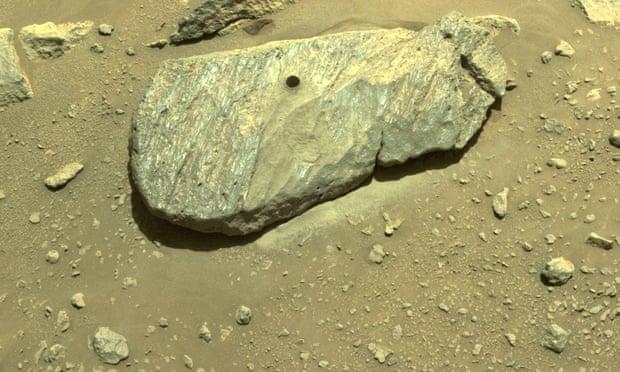 El rover Perseverance de la NASA recoge la primera muestra de roca de Marte