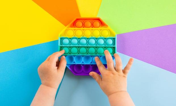 La última moda de los juguetes: para reducir la ansiedad, compran su pop-it