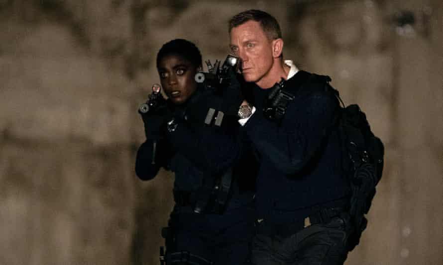 'Un pararrayos de las guerras culturales': la salida de Craig y el pánico a un James Bond 'woke'