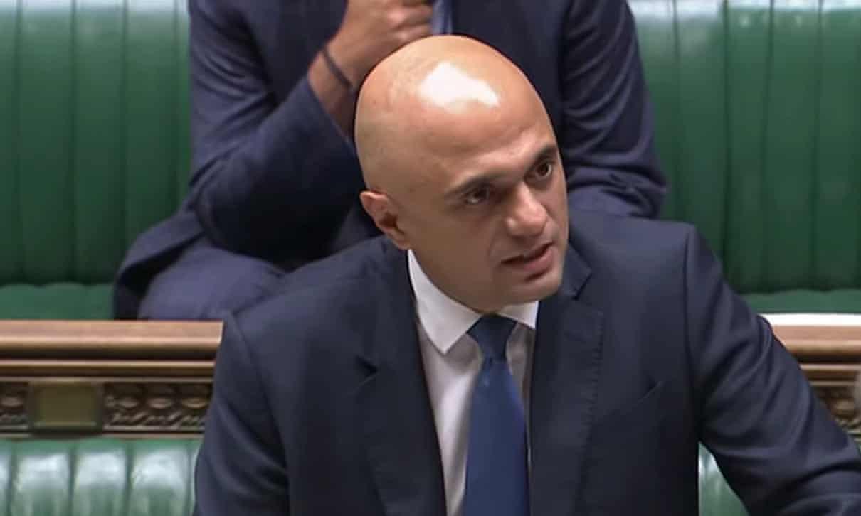 El cubrebocas obligatorio podría regresar este invierno, dice el secretario de Salud de Reino Unido