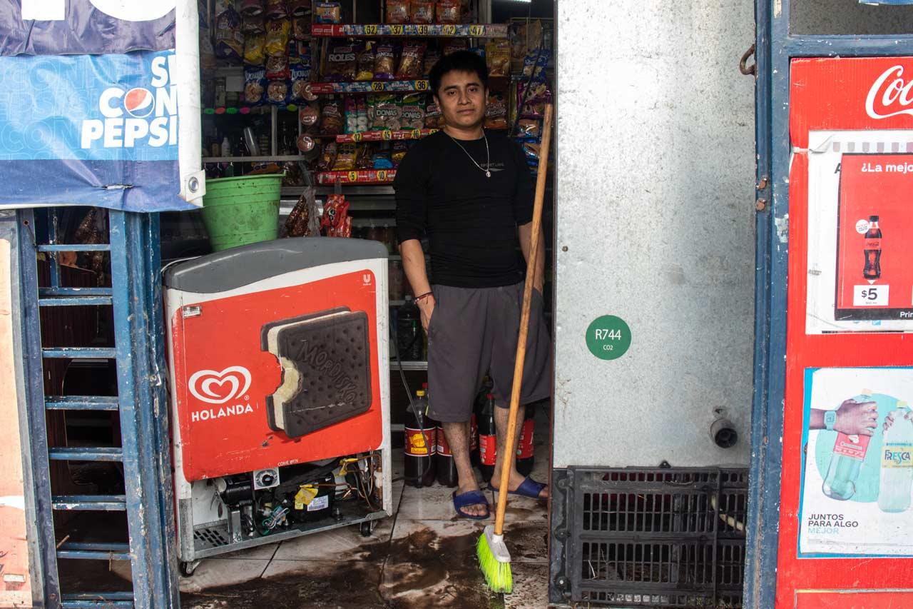 'Bajamos las cortinas, pero no fue suficiente': comerciantes afectados por las lluvias en Ecatepec