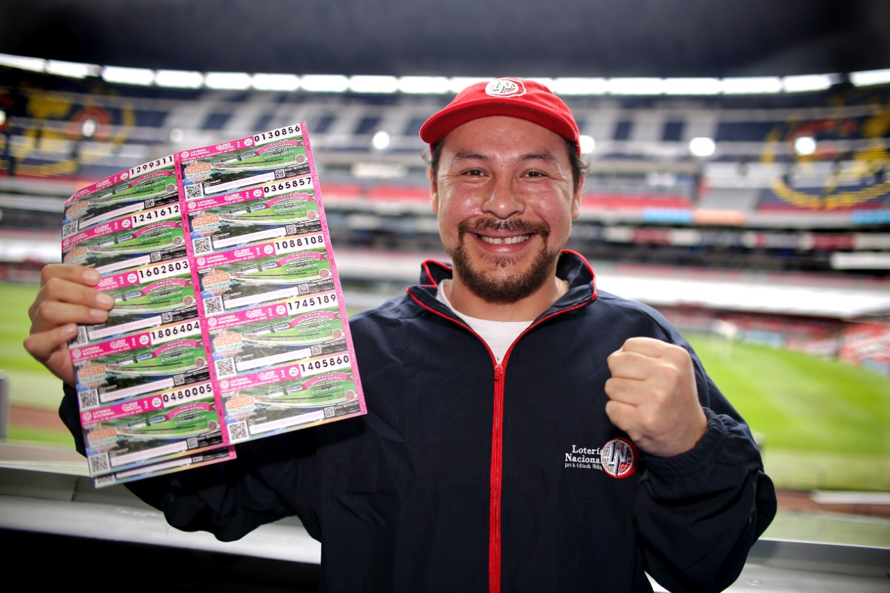 Arquitecto y amante de los perros, el ganador del palco en el Estadio Azteca