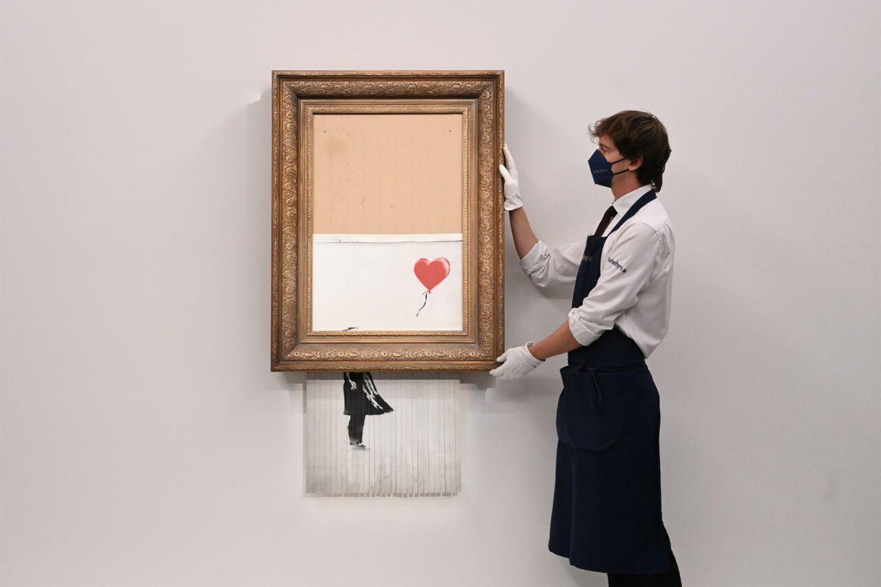 La obra autodestruida de Banksy marca un nuevo récord para el artista