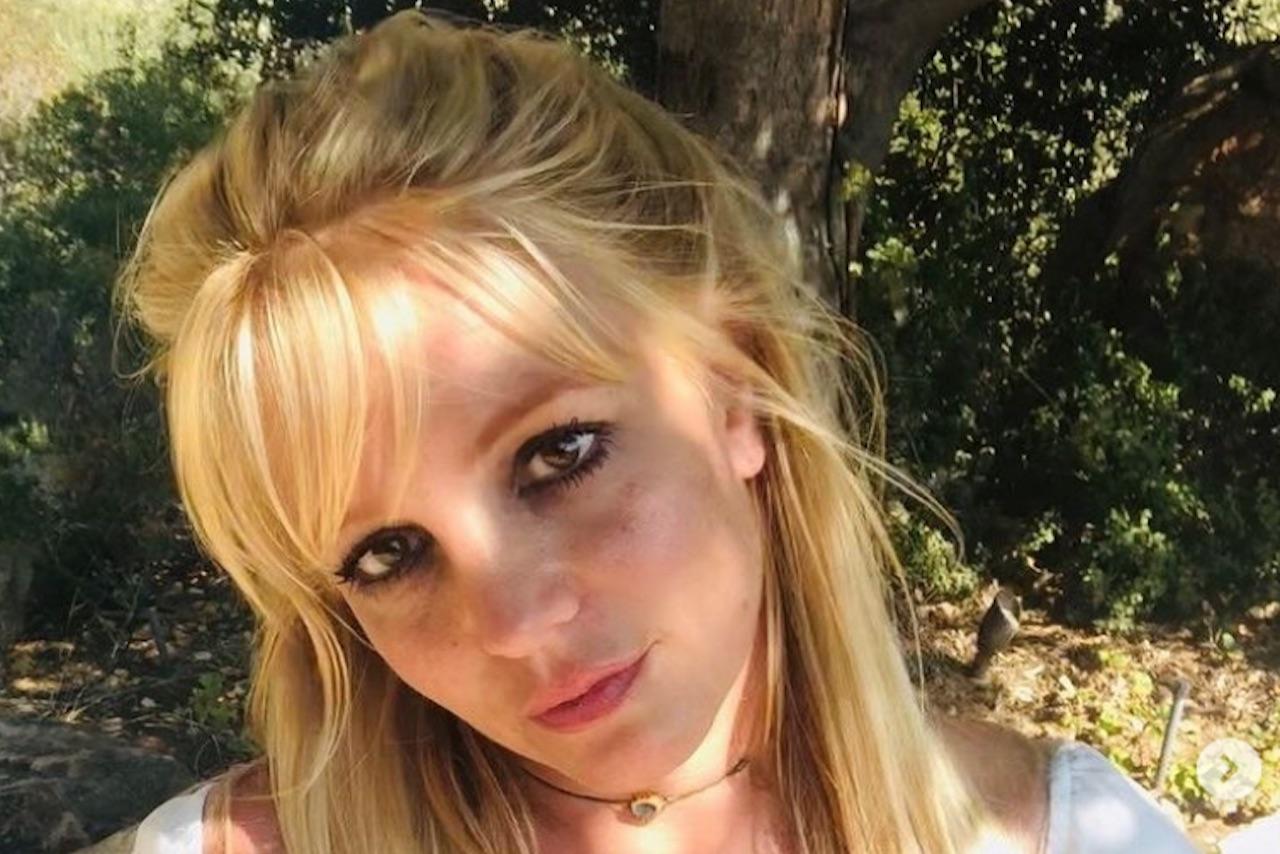 Padre de Britney Spears pide a juez finalizar la tutela judicial