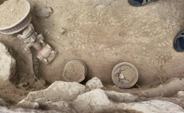 Arqueólogos descubren escalinata original y una ofrenda en la pirámide de Tlaxcala