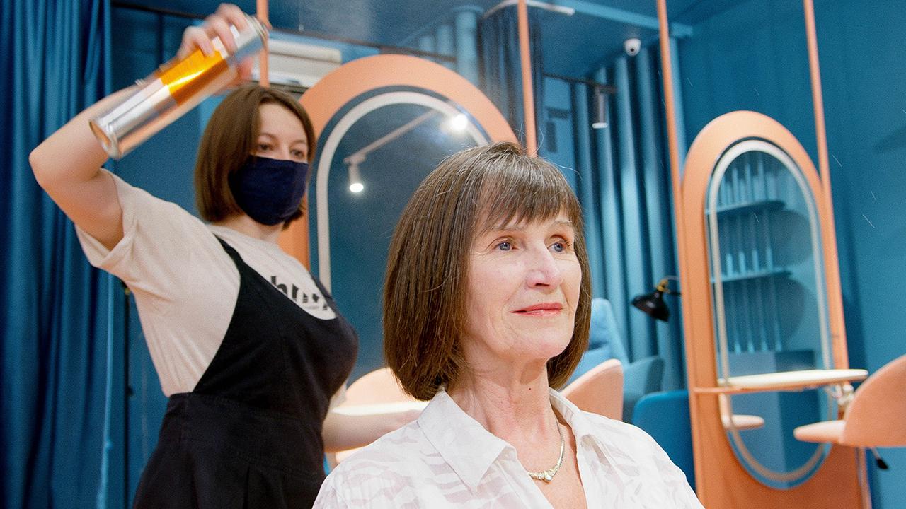 Estéticas reportan alergias al tinte de cabello en personas que padecieron Covid-19
