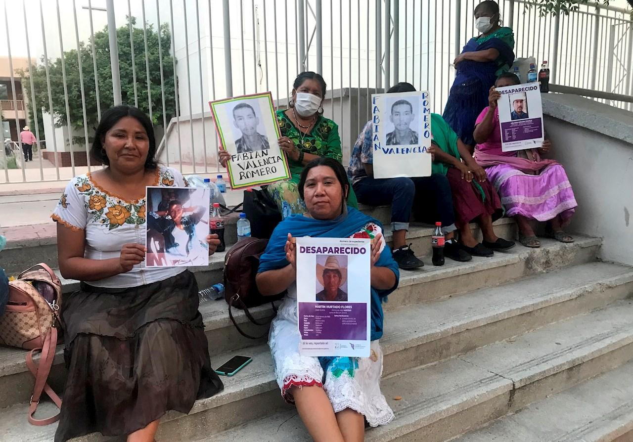 Familias identifican en fosa objetos de yaquis desaparecidos en Sonora
