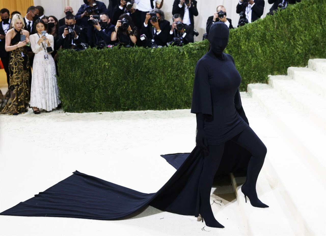 Lo que sabemos de Kim Kardashian y su atuendo en la gala del Met 2021