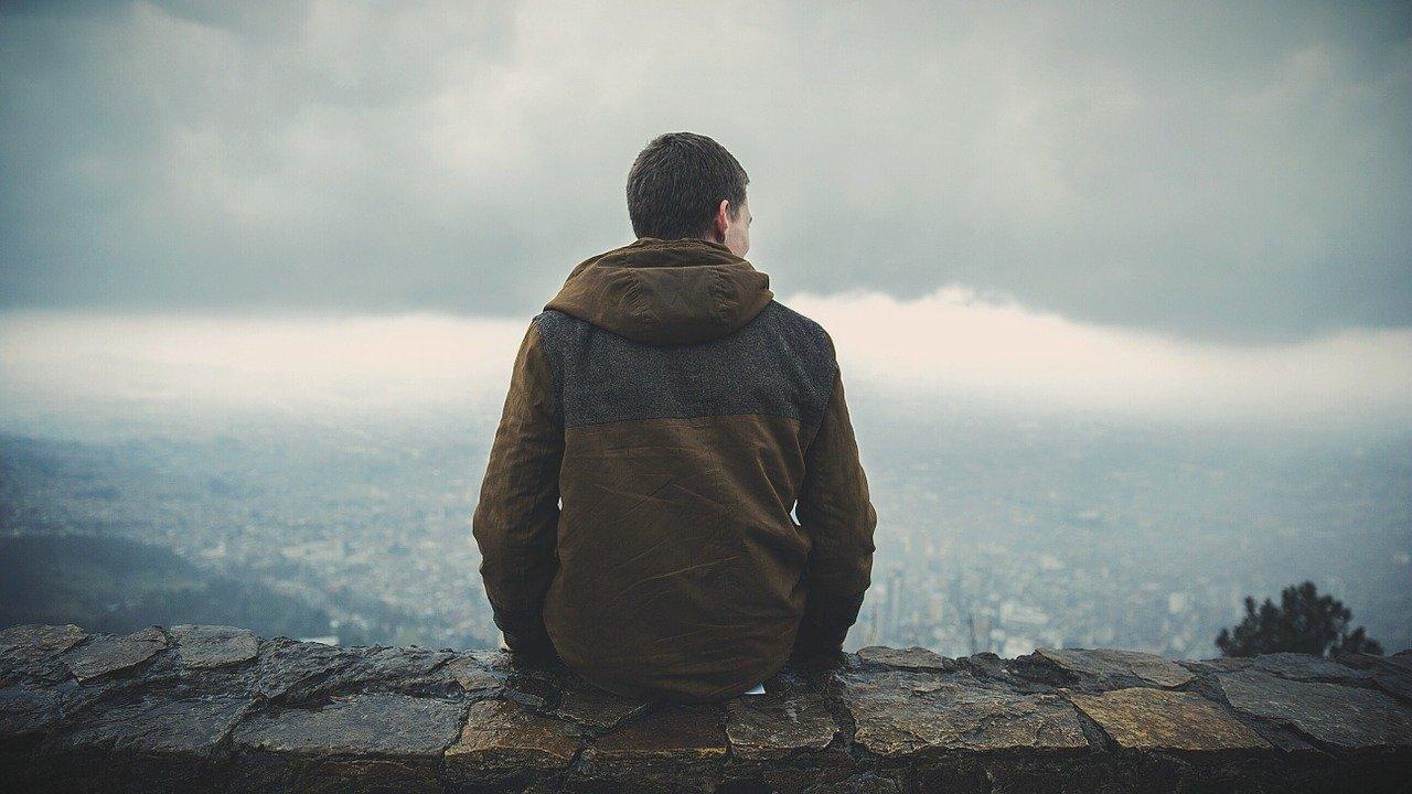 ¿Te sientes profundamente solo aunque estés acompañado?
