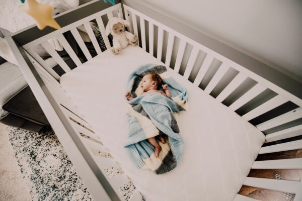 ¿Cómo debe dormir un bebé? Posición y tips para mantenerlo seguro