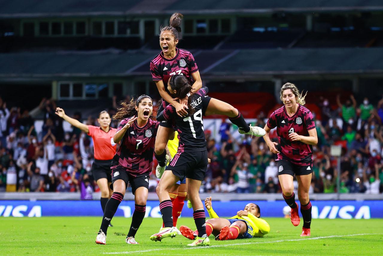 México femenil vence 2-0 a Colombia en el regreso de la afición al estadio Azteca