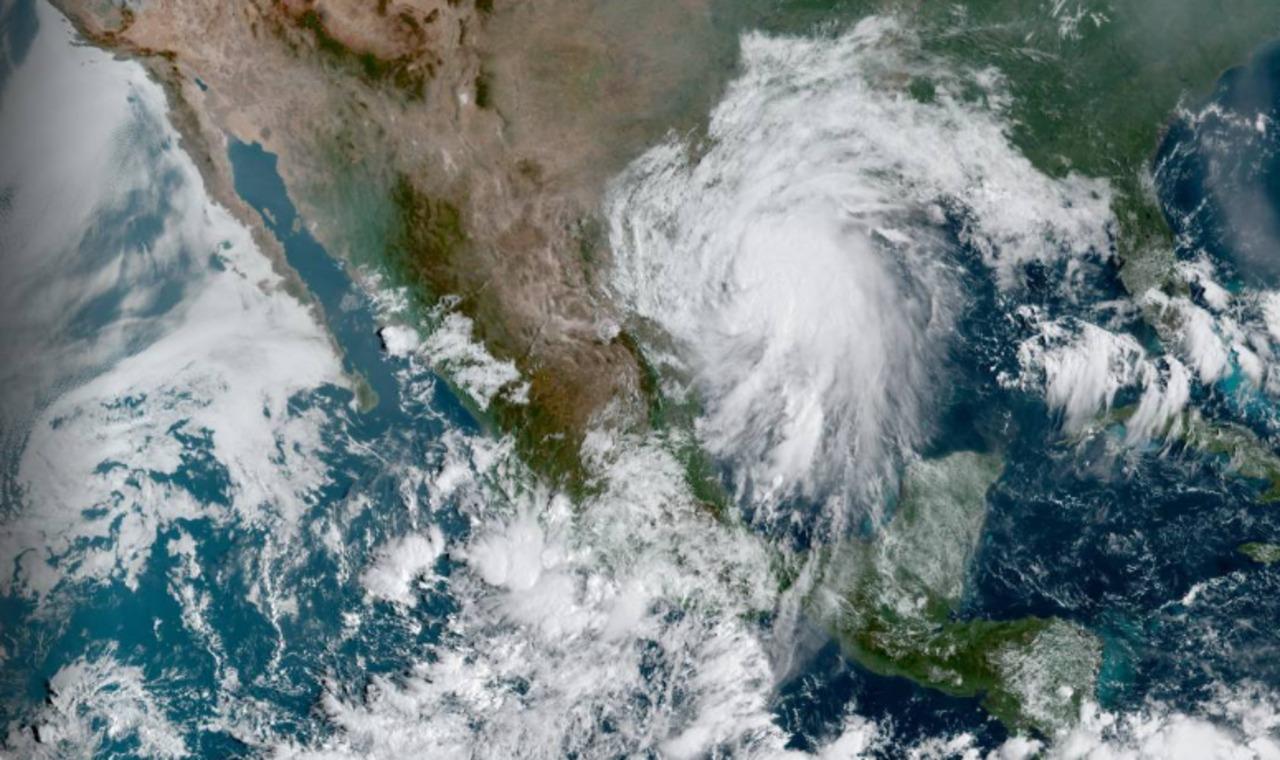 ¡No guardes el paraguas¡ La tormenta 'Nicholas' dejará lluvias en 30 estados