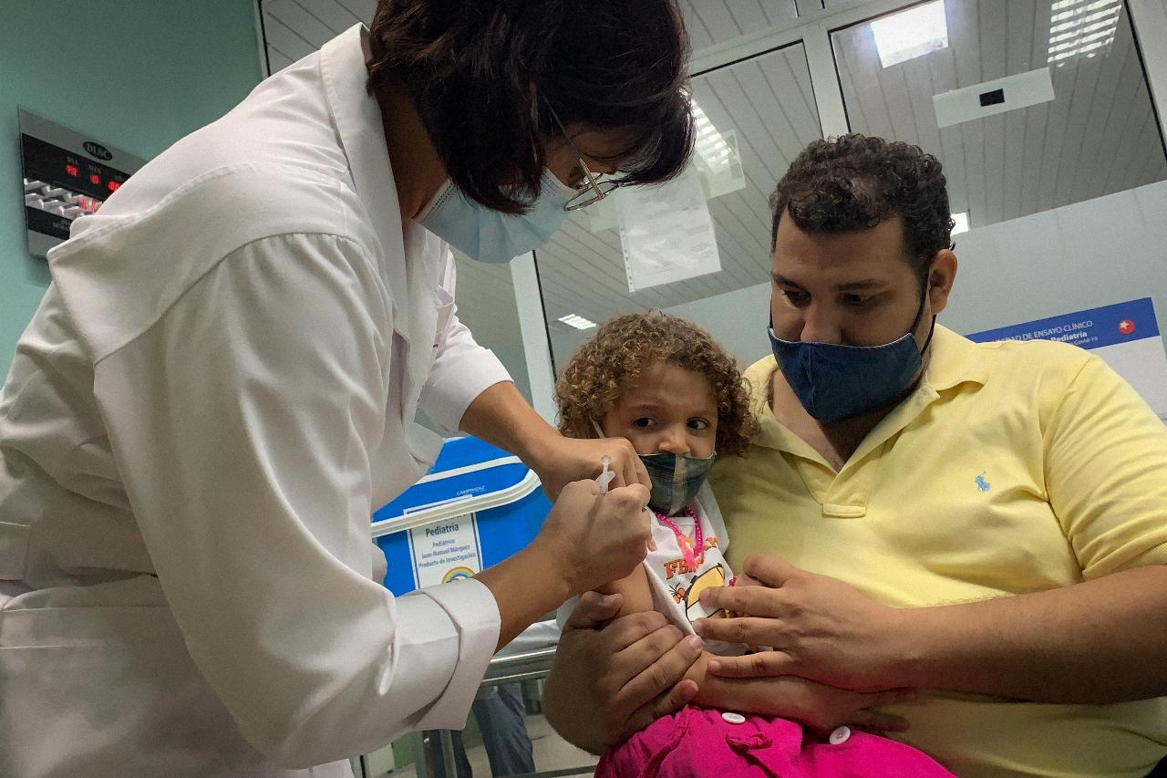 Cuba inicia la vacunación de niños y alcanzará hasta a los de 2 años