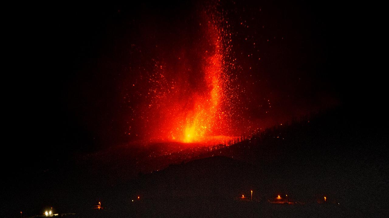 El volcán de Canarias ya destruyó 320 edificaciones y 154 hectáreas