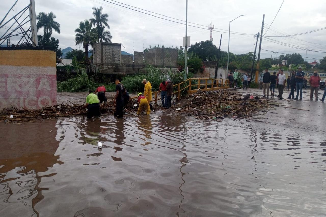 Ahora es Yautepec: Lluvias desbordan barrancas y obligan a desalojar a 150 familias