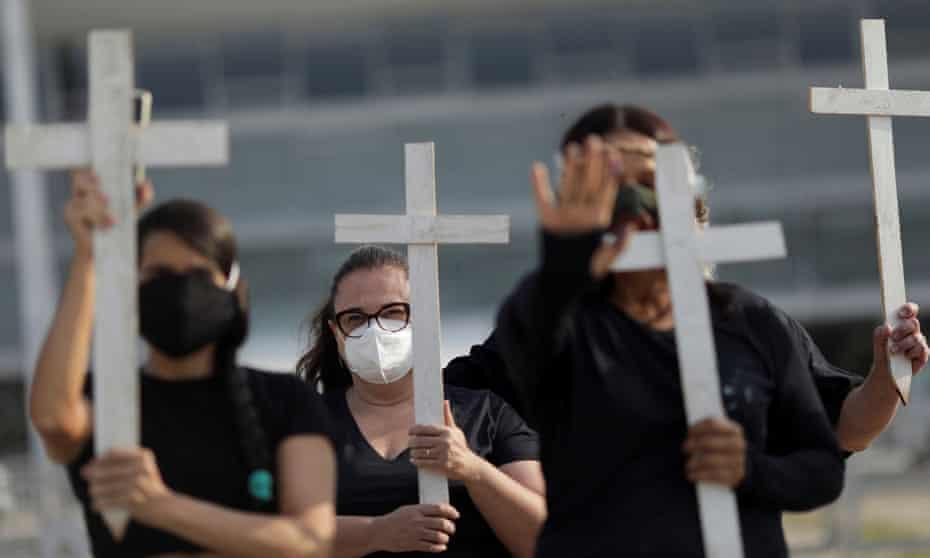 Bolsonaro debería ser acusado de crímenes de lesa humanidad, concluye investigación sobre Covid-19