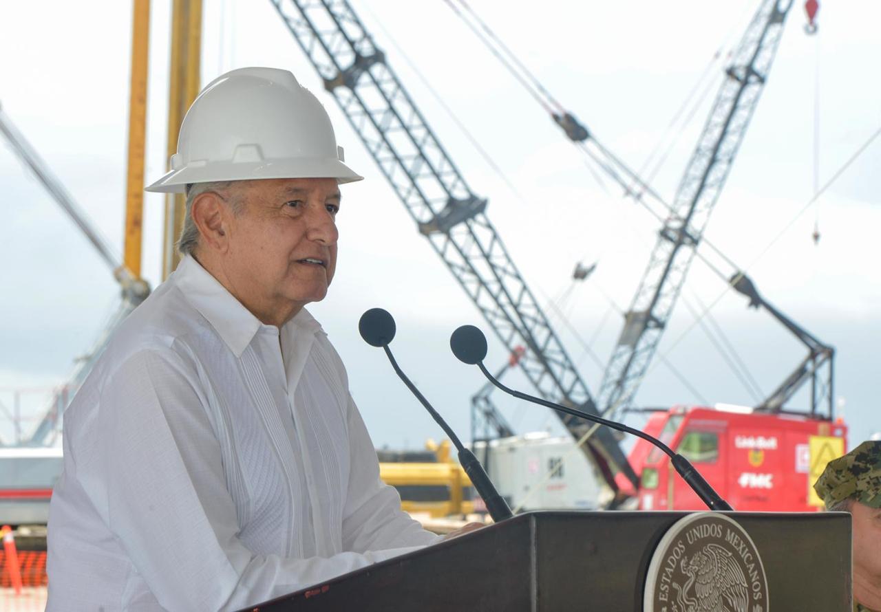 AMLO pide a trabajadores de Dos Bocas no dejarse 'manipular'
