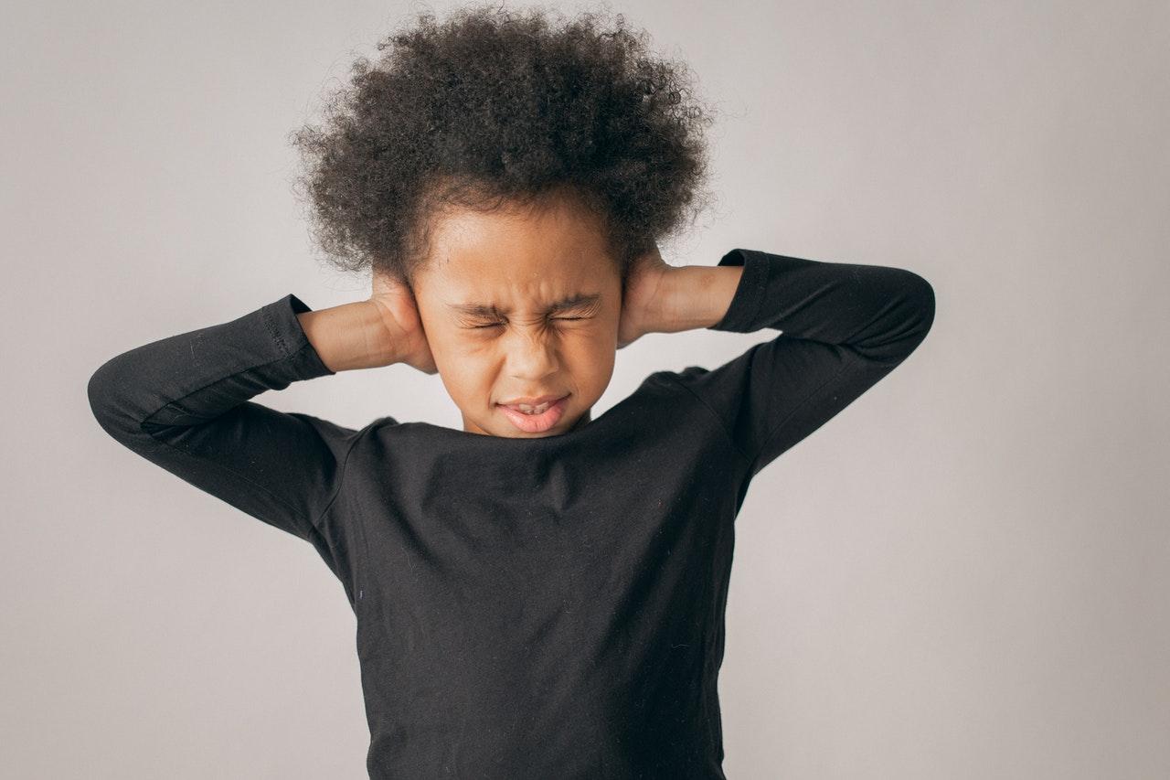 ¿Cómo manejar el estrés escolar en niños?