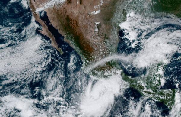 """El huracán """"Rick"""" no cede: dejará lluvias en la mitad del país"""