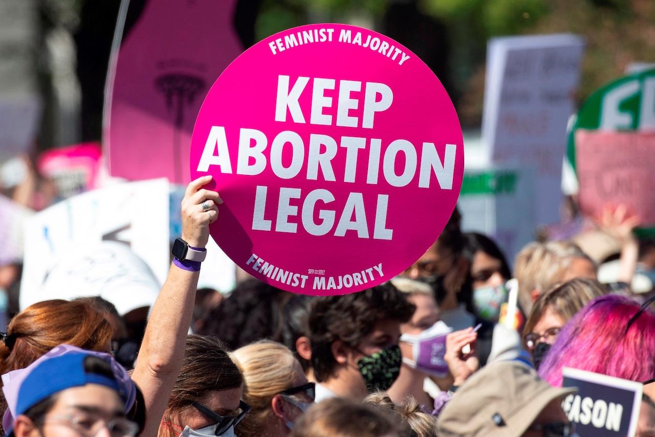 Juez federal bloquea la ley que prohíbe el aborto en Texas