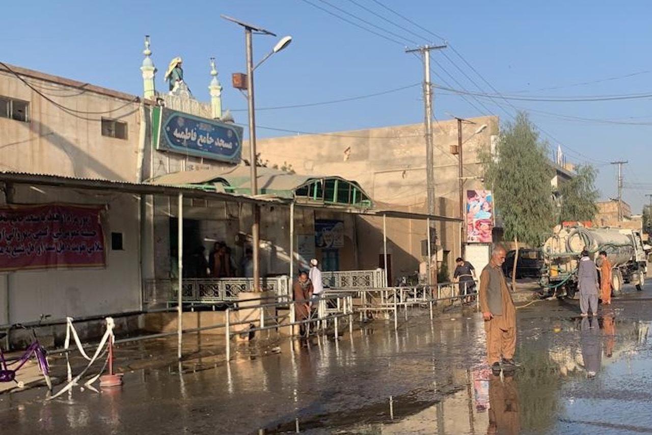 Atentado en una mezquita de Afganistán deja al menos 32 muertos y 65 heridos